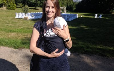 Baby wearing – why and how you should do it